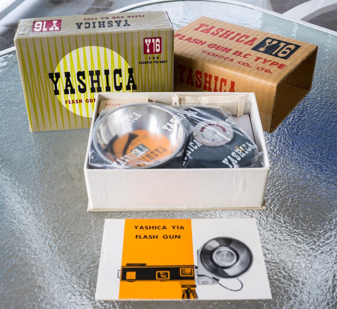 Yashica Y16 BC Flash
